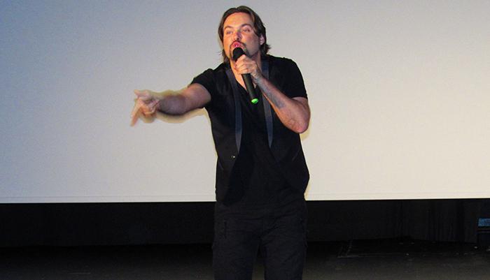El presentador y humorista venezolano George Harris se presentó en Madrid de la mano de RevistaVenezolana.com la tarde de este domingo 10 de mayo en el Centro Cultural Sanchinarro.