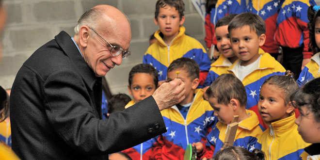 img-11963-7581maestro-jose-antonio-abreu-es-galardonado-con-el-premio-europeo-trebbia-2013