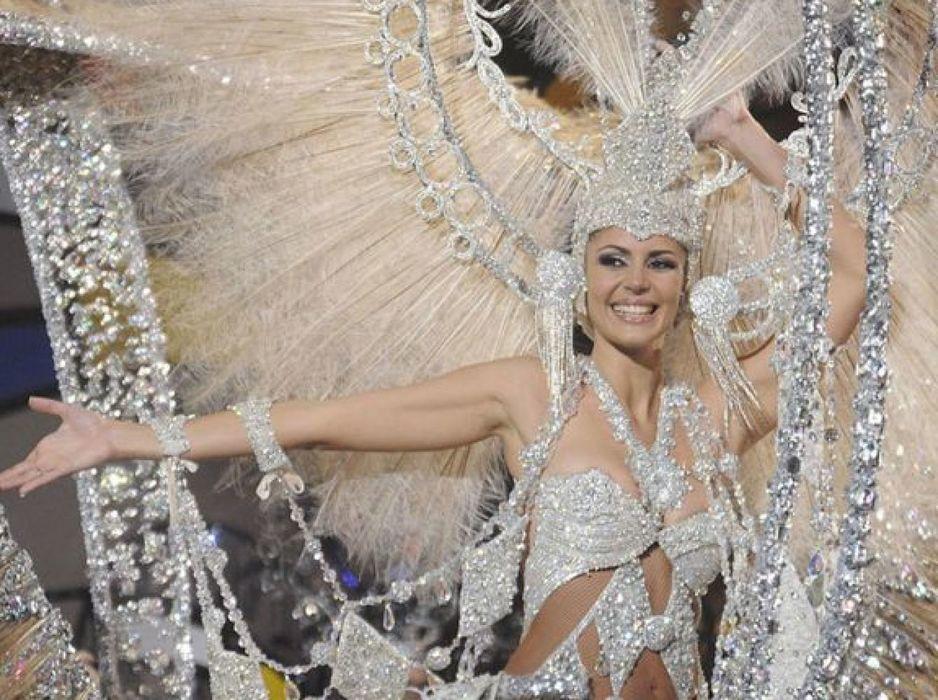 a-la-espectacularidad-de-las-palmas-de-gran-canaria-solo-le-faltaba-el-carnaval