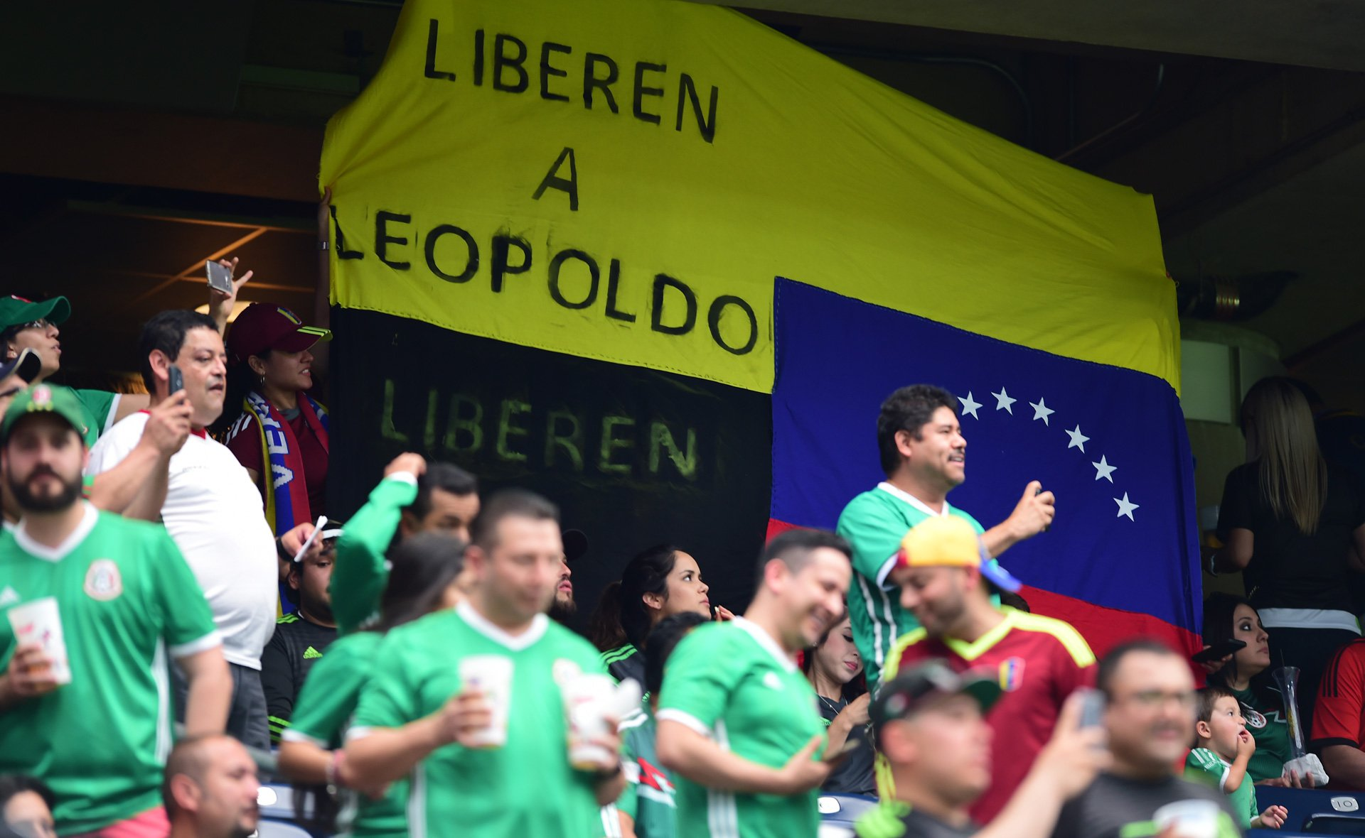 Pancartas-Venezuela-Mexico1