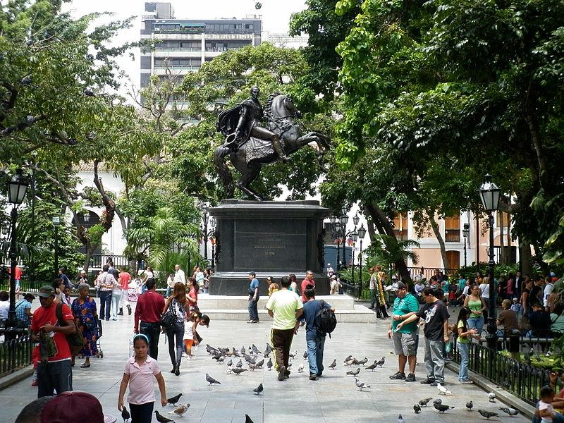 Plaza_Bolivar_de_Caracas_en_la_celebracion_del_Bicentenario