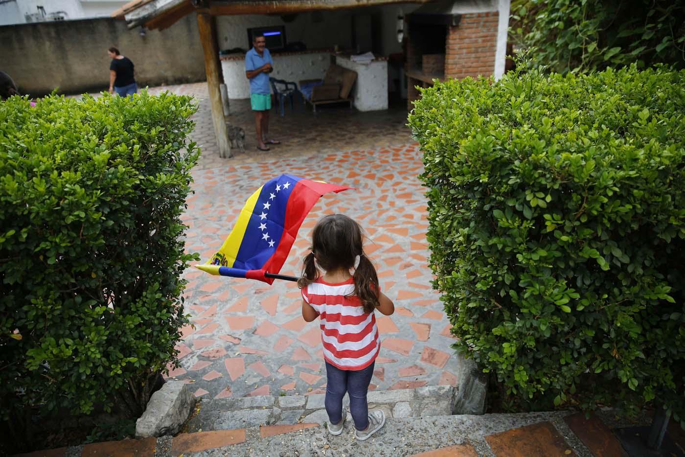 2014-10-15T131015Z_2126950177_GM1EAAF1LRY01_RTRMADP_3_VENEZUELA-MIGRATION (1)