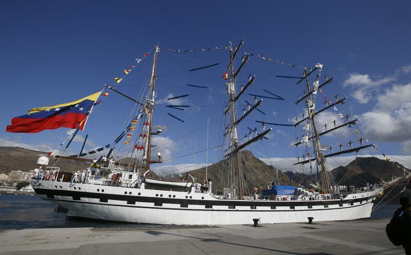 llegada-buque-escuela-simon-bolivar-2_g