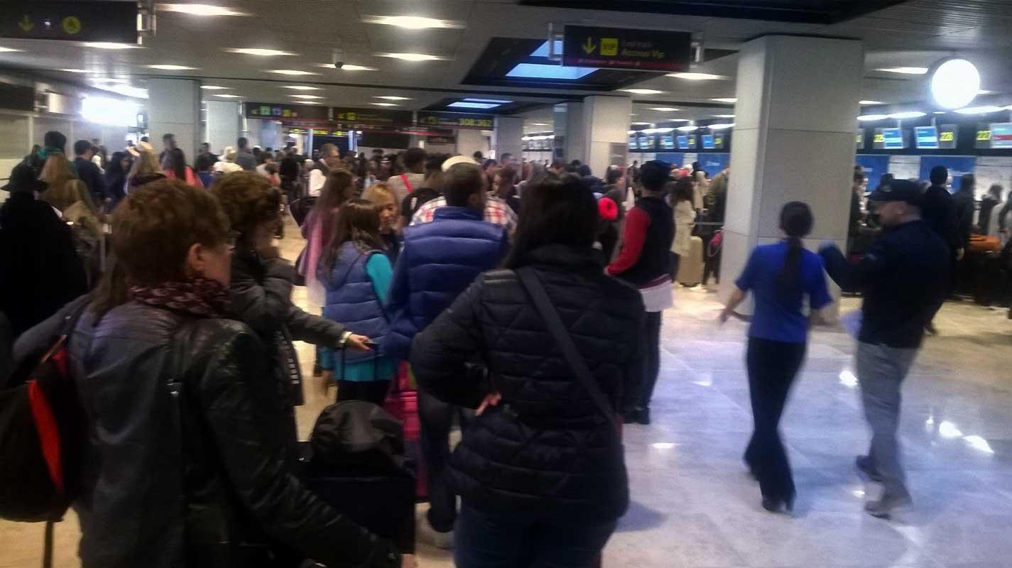 venezolanos-esperan-en-aeropuerto-de-barajas